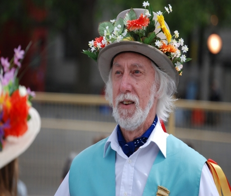 Morris Mania Heading  for Horsham